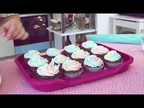Zuckerguss präsentiert Einhorncupcakes